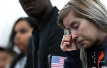 Una estudiante se seca las lágrimas durante la marcha de este miércoles para pedirle al Gobierno de Trump control a la tenencia de armas.