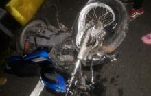 Mototaxista choca de frente contra camioneta y muere