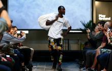 Vendedores ambulantes senegaleses de Barcelona presentan desfile de moda
