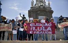 Los simpatizantes del expresidente de Brasil protestaron con pancartas.
