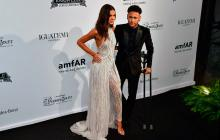 Neymar y su novia Bruna Marquezine el viernes en una gala social en Sao Paulo.