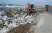 Emergencia en el kilómetro 19 por pérdida del talud ante arremetida del mar