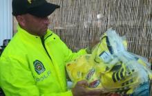 Algunas de las camisetas de la Selección Colombia aprehendidas en la diligencia de allanamiento y registro.