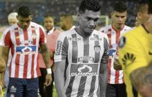 El delantero barranquillero Teófilo Gutiérrez se retira al camerino, luego del empate 1-1 ante Boca Juniors.