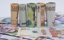 Billetes colombianos de diferente denominación.