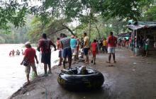 Adultos y niños quedaron atrapados en  isla ante creciente súbita del Río Frío