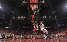Rockets vencen a Warriors y acarician Finales de la NBA