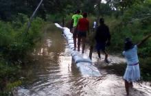 Este es el sitio Río Ciego, San Bernardo del Viento, donde se controla la salida del Sinú con costales.