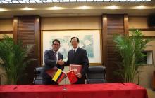 El Ministro de Agricultura y Desarrollo Rural, Juan Guillermo Zuluaga, con el Ministro de Agricultura de China, Sr. Hang Changfu, el pasado 15 de mayo.
