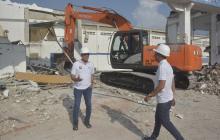 El gobernador Eduardo Verano y el secretario Privado, Pedro Lemus, inspeccionan el inicio de la obra.