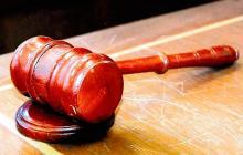 Juez de EEUU condena a seis meses a acusado de violación y habitantes indignados lo revocan del cargo