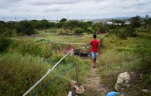 Invasores se resisten a salir de lote en el barrio El Edén