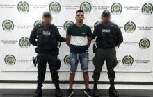 El capturado en la fotografía de reseña policial.