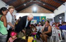 Pence y su esposa piden por la libertad de Venezuela en encuentro con refugiados