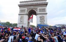 Multan a aficionados por tocar corneta de su carro tras la victoria de Francia en el Mundial