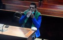 Hugo Alejandro Zabaleta tomando agua durante la audiencia.