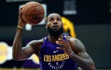 El astro LeBron James con los colores de los Lakers.