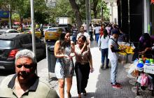 Son muchos los vendedores informales que ofrecen diversos productos en el sector del Paseo Bolívar, corazón comercial y financiero, en el centro de Barranquilla.