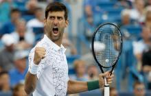 Federer acaba con Mayer y Djokovic avanza a semifinales