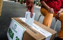 Se cierran los puestos de votación para la consulta anticorrupción