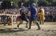 Caballeros resucitan el arte de la justa medieval en Serbia
