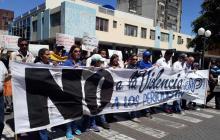 Algunos manifestantes en las calles de Caracas.