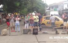 En video | Bloqueo en barrio El Silencio por falta de energía