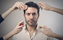 Pese a la apertura de artículos de maquillaje para hombres en el mercado, aún persisten muchos complejos.
