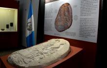"""Altar descubierto en Guatemala muestra """"Juego de Tronos"""" maya"""