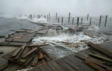 Uno de los principales muelles de la costa Este de EEUU fue destrozado por los fuertes vientos.