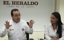 El director Nacional del Sena, Carlos Mario Estrada, y la directora regional de la entidad, Jacqueline Rojas, durante su visita a EL HERALDO.