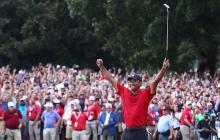 Tiger Woods celebra su victoria en el Tour Championship.