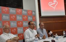 Monseñor Víctor Tamayo, Monseñor Pablo Salas y el gobernador Eduardo Verano en la rueda de prensa.