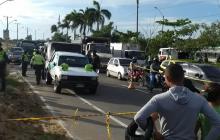 El cuerpo del conductor quedó dentro del vehículo.