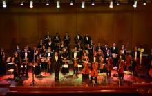 La Orquesta Filarmónica del Atlántico, dirigida por Manuel Montilla con el acompañamiento de Andrea Canquiz Reina.