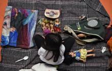En video | Niños migrantes sobreviven al éxodo centroamericano con juguetes