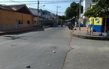 Tres hombres apuñalan 11 veces a una mujer y la abandonan en el barrio Montes