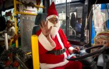 El Papá Noel ecuatoriano va en bus, no en trineo