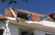Un herido deja el desplome de una construcción en Sabanalarga