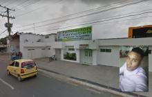 Los heridos fueron trasladados hasta la clínica Campbell de Malambo. En el recuadro, Nelson Enrique Zapata Novoa, el fallecido.