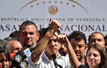 En una manifestación que presidió tras quedar libre, Guaidó contó que trataron de ponerle esposas, pero no dejó.