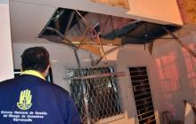 Pared cae sobre techo de una casa en Alfonso López: cuatro personas heridas
