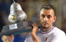 Kyrgios con el trofeo de campeón del Abiero Mexicano
