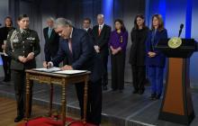 El presidente Iván Duque durante la firma del decreto.