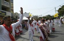 La cumbiamba La Sabrosa recorre la Batalla de Flores del Recuerdo Sonia Osorio, en la carrera 44.