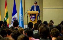 Juan David Aristizábal en medio de su conferencia en el Aismun 2019.