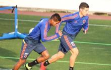El mediocampista cartagenero Wílmar Barrios entrenando junto a James Rodríguez.