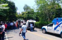 Camioneta arrolla a 6 estudiantes y a dos madres en Antioquia: mueren una mujer y un niño