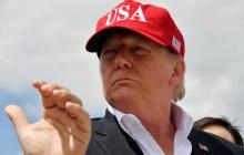 El presidente Trump durante la visita a los trabajos en un dique en el lago Okeechobee, en Florida, al sur del país.