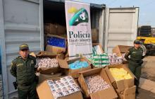 En video   Cae contenedor con elementos médicos de contrabando en el barrio Simón Bolívar